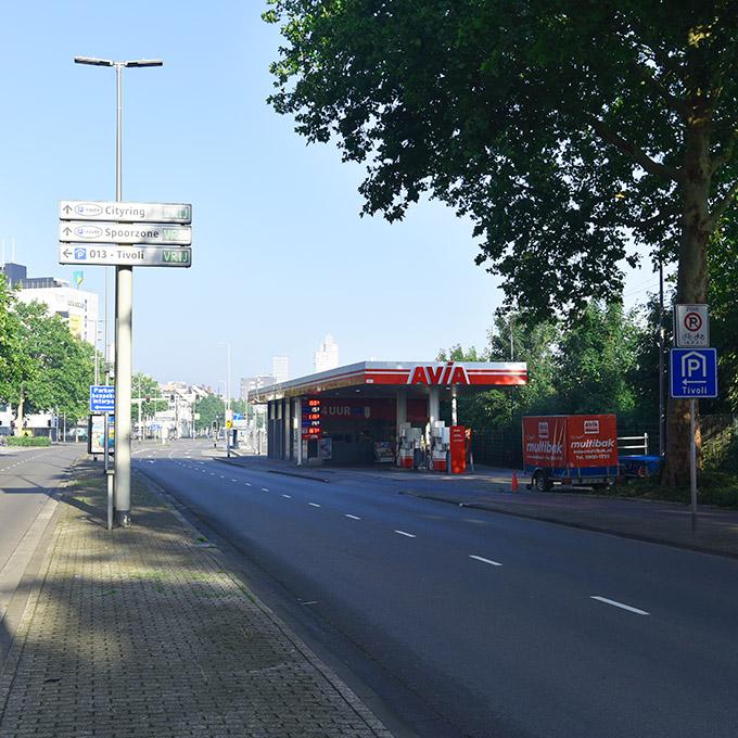 At the AVIA-next-turn-left-to-entre-parking-013-Tivoli