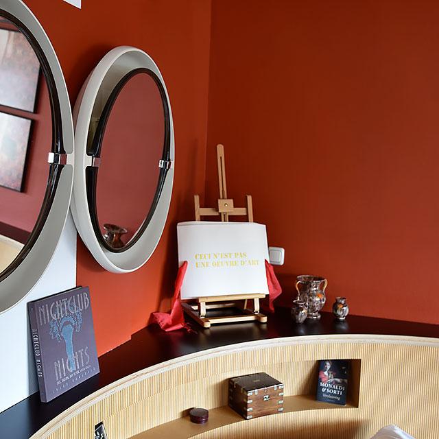 B&B-Tilburg Deluxe Red Corner ensuite Room, styling details