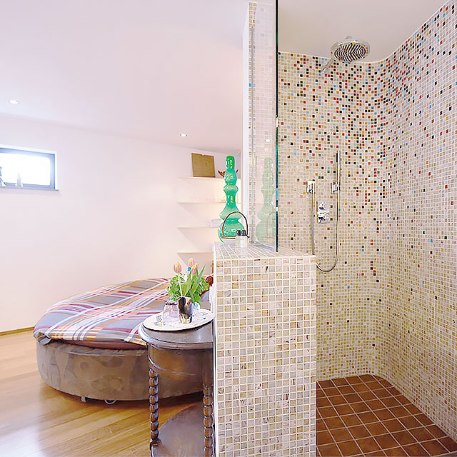 B&B-Tilburg Life Less Ordinary Studio open-plan rain shower