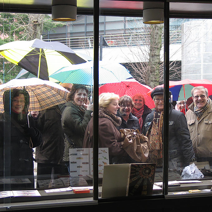 B&B-Tilburg, people gathering in front of the shopwindow.