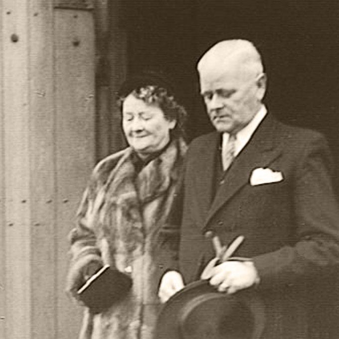 B&B-Tilburg, Gust van Dijk en zijn vrouw, Trouwdag zoon Kees
