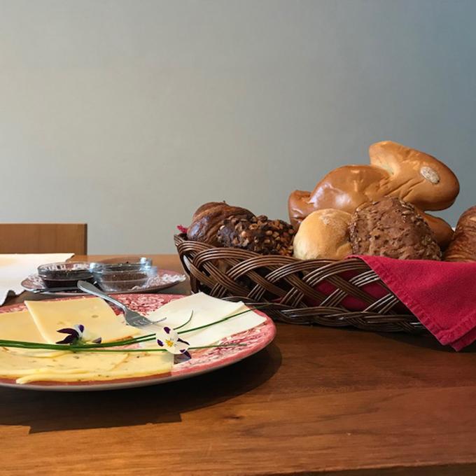 B&B-Tilburg Gust van Dijk kaas bij ontbijt