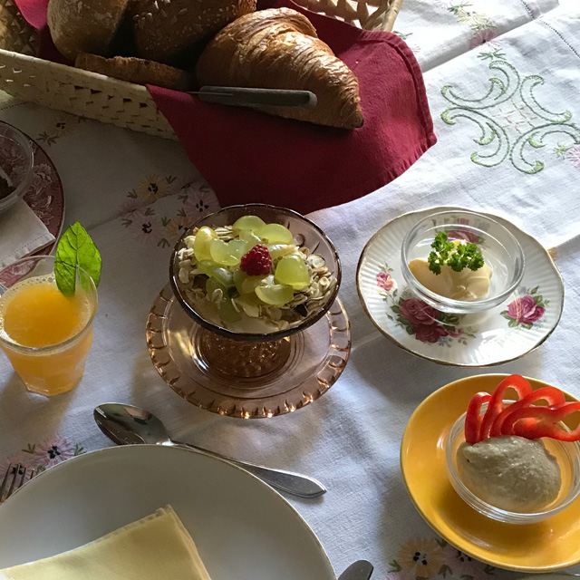 B&B-Tilburg-breakfast-ready