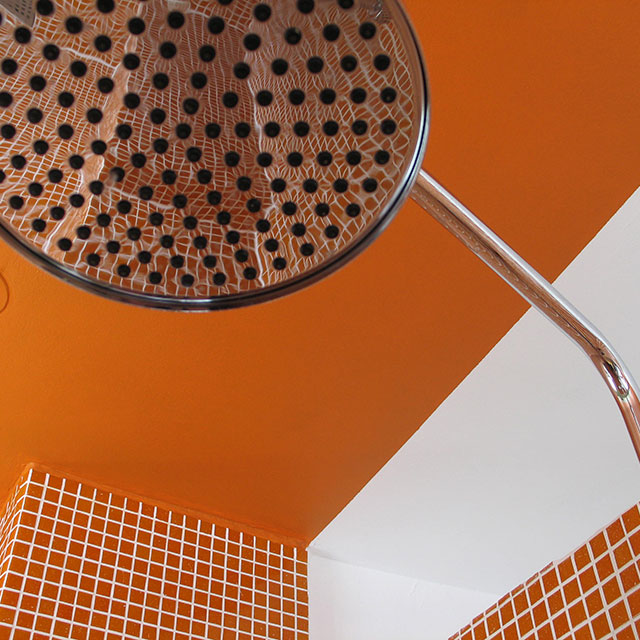B&B-Tilburg Orange Submarine Room Rain shower